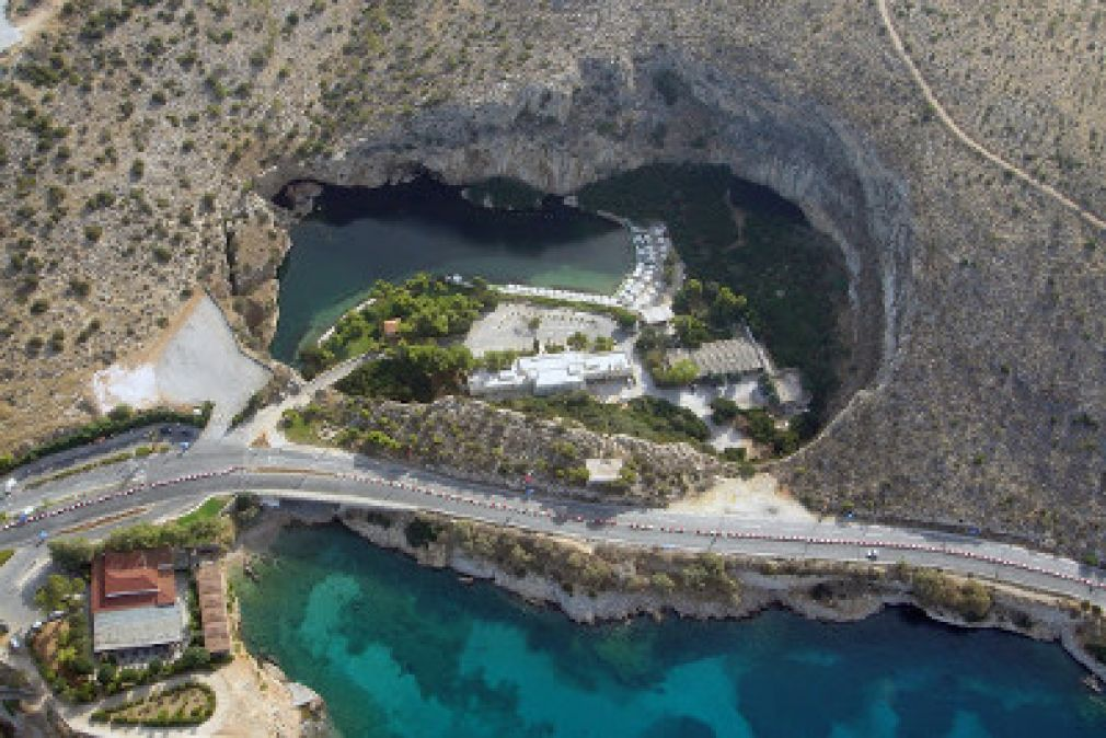 Vouliagmeni's lake - natural spa